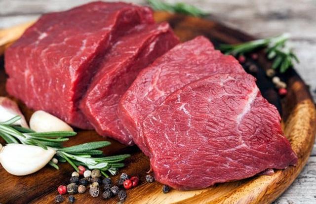 Khi lựa chọn thịt bò để làm bò khô nên mua phần thịt mông là đúng kiểu nhất, hoặc có thể chọn phần bắp bò. Phần thịt này sẽ giúp bò khô sau khi làm được ngon đúng vị và đẹp mắt hơn. Ngoài ra, phần thịt ở hai bộ phận này cũng dễ thái bản để ướp và làm hơn.