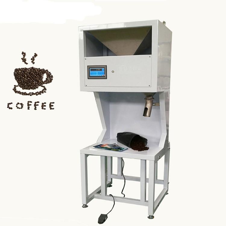 Cà phê Việt Nam xuất khẩu đứng thứ hai trên thế giới về chất lượng cũng như mẫu mã bao bì đa dạng và phong phú. Với mong muốn đưa cà phê ra thế giới và cho nó ngày càng lớn mạnh hơn, trước tiên chất lượng là điều cần thiết và bên cạnh đó bao bì cũng không được sơ sài, thiế tinh tế để được hòa nhập. Chính vì thế máy đóng gói cà phê ra đời ra đời để đáp ứng được nhu cầu sản xuất và cải tiến được chất bao bì trước khi xuất khẩu ra toàn thế giới Máy đóng gói cà phê ra đời đã đáp ứng được tất cả nhu cầu vừa đảm bảo được độ an toàn vệ sinh, mẫu mã ngày càng đa dạng,... Tăng nâng suất sản xuất, tiết kiệm chi phí thuê nhân công, phát triển được thương hiệu, sản phẩm sau khi đóng gói đều nhất quán, đồng đều, không lỗi, không thất thoát nguyên vật liệu, giữ trọn vẹn hương vị,.... Máy đóng gói cà phê có nhiều dạng máy khác nhau như máy đóng gói cà phê dạng túi stick, dạng viên nén, dạng gói, dạng túi 2-5kg,... để đáp ứng được nhu cầu sử dụng của doanh nghiệp lớn nhỏ khác nhau để sản xuất Vậy, thông qua bài viết dưới đây có các máy đóng gói cà phê khác nhau. Hãy cùng máy đóng gói An Thành tham khảo qua các dạng máy và cách vận hành nó khác nhau như thế nào nhé! Máy đóng gói cà phê bán tự động 100g - 3kg: Thiết bị này có thể đóng gói các dạng khối lượng khác nhau, kích thước túi cũng đa dạng không kém, nguyên liệu cũng vô cùng phong phú,... Ưu điểm: Vì là máy bán tự động nên cách thức đóng gói cũng rất dễ vận hành và không cần quá nhiều nhân công đứng máy Nhược điểm: Tốn nhiều giai đoạn để hoàn thành việc đóng gói, cho ra được sản phẩm hoàn chỉnh Mẫu mã đôi khi chưa được bắt mắt và đảm bảo được vệ sinh trong lúc đóng gói. Dễ thất thoát nguyên vật liệu Vài tính năng và đặc điểm về thiết bị: Nó phù hợp cho việc đóng gói định lượng hạt trong ngành muối và hóa chất, v.v. Nó có ưu điểm là độ chính xác tính toán cao, hoạt động ổn định, trình diễn kỹ thuật số và vận hành dễ dàng. Phần mềm tự động điều chỉnh có chức năng điều khiển cài đặt thông số, tự điều chỉnh độ cao rơi, cảnh báo độ