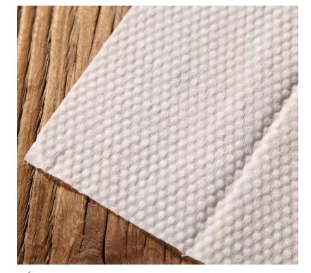 Khăn lạnh được sử dụng ở mọi nơi từ trong nhà đến các hàng quán ăn, nhà hàng hay trong các bữa tiệc,... vì thuận tiện khi sử dụng chúng. Với giá thành rẻ, nhỏ gọn bên cạnh đó vệ sinh còn được đảm cho chúng ta. Nhưng trước khi có máy đóng gói khăn lạnh thì ta đóng gói như thế nào?  Đương nhiên là bằng cách truyền thống rồi - bằng tay. Vận hành lâu dần việc vệ sinh có thể không còn được đảm bảo, năng suất bị chậm, việc hao hụt nguyên vật liệu là điều khó tránh khỏi. Chưa kể, bao bì sẽ bị trùng lặp, không được cải tiến theo xu hướng hiện đại.  Máy đóng gói khăn lạnh ra đời giúp chúng ta khắc phục được các vấn đề khó khăn đó một cách nhanh chóng và gọn gàng. Nó tiết kiệm được chi phí thuê nhân công cho doanh nghiệp, cải thiện được vấn đề nguyên vật liệu, mẫu mã ngày càng được cải tiến để phù hợp với yêu cầu của mỗi khách hàng khác nhau.  Trước khi bạn quyết định đầu tư máy đóng gói khăn lạnh thì bạn nên biết điều gì để tránh mua nhầm thiết bị không ổn định, giá thành cao hơn hay chất lượng không được đảm bảo? Hãy đến An Thành để chúng tôi có thể tư vấn và hỗ trợ bạn để tìm ra chiếc máy phù hợp với doanh nghiệp của bạn nhé!  Máy đóng gói khăn lạnh ngang:  Với các công nghệ hiện đại như hiện nay, các thiết bị rất đa dạng về cách thức đóng gói. Ngoài đóng gói khăn lạnh ta có thể đóng gói các sản phẩm khác như các dạng bánh (bánh mì, bánh quy, cookies,bánh trung thu ...) thịt muffin, Flaky Pastry, một số xúc xích trong một túi, mì ăn liền, thịt bò khô, eggroll, rau củ quả,....  Cấu trúc và các tính năng của thiết bị:  - Các bộ phận chính của máy được làm bằng chất liệu SS304 thép không gỉ, mà đáp ứng các thực phẩm QS (giấy phép sản xuất) và dược phẩm GMP (Dược phẩm bao bì) yêu cầu vệ sinh.  - Đôi chuyển đổi tần số điều khiển, chiều dài túi được thiết lập và cắt ngay lập tức, noneed để điều chỉnh chạy không tải tiết kiệm thời gian và phim.  - Độ nhạy điện mắt tự động cao, không có needto bằng tay điều chỉnh sau khi thiết lập, các niêm phong và cắt kích thước và vị trí vô cùn
