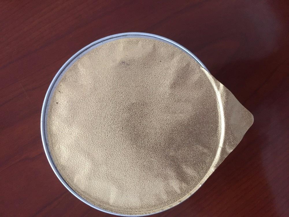 Sữa chua không chỉ là thực phẩm giúp giải nhiệt được dùng nhiều vào mùa hè cho mọi lứa tuổi khác nhau từ bé đến lớn. Vừa dễ ăn vừa thực phẩm bỗ dưỡng có nhiều chất dinh dưỡng rất có lợi cho đường ruột chúng ta. Cách sản xuất và đóng gói chúng rất dễ dàng nhất là đối sản phẩm bằng túi. Chúng ta có thể sản xuất với cách truyền thống bằng tay, tuy nhiên như thế sẽ không đảm bảo được vệ sinh khi thưởng thức, nâng suất sản xuất không được nhiều, liều lượng để làm nên túi sữa chua đôi lúc không được chính xác, sự đồng trong lúc đóng gói không khả quan,... Đóng gói sữa chua không quá phức tạp, nguyên liệu ban đầu là dung dịch sữa chua ở dạng lỏng, được định lượng và rót vào các túi có sẵn rồi làm lạnh. Máy đóng gói sữa chua ra đời cho ta các biện pháp sản xuất mới nhất trong đóng gói. Tiết kiệm được chi phí thuê nhân công, việc sản xuất được nâng cao, tất cả các sản phẩm đóng gói được đồng nhất về bao bì, tạo ra sự đẹp mắt cho khách hành,... Bạn là cơ sở hay doanh nghiệp đang băn khoăn về các dạng máy đóng gói sữa chua khác nhau, hãy liên hệ với chúng tôi - Máy đóng gói An Thành sẽ hỗ trợ và tư vấn cho bạn để tìm ra chiếc máy phù hợp với nhu cầu của khách hàng. Máy đóng gói sữa chua bán tự động: Với các tính năng có thể cài đặt dễ dàng thì ta có thể đóng gói các dạng sản phẩm, kích thước khác nhau như từ các dạng chất lỏng, độ sệt,... từ dược phẩm, mỹ phẩm, các chất hóa học công nghiệp, thực phẩm ăn được như nước sốt, tương hay dầu gội đầu,.... Mỗi vòi phun của máy này có thể được điều khiển riêng biệt, chúng tôi có thể tùy chỉnh nhiều điền vòi phun như sản xuất của bạn cần. Máy này được sử dụng rộng rãi trong thực phẩm, hóa chất hàng ngày, mỹ phẩm các ngành công nghiệp. Các tính năng có gì khi thiết bị hoạt động? 1. Máy này có hai khí nén Filling hòa toàn tự động và họ có thể được chuyển một cách ngẫu nhiên. Không mất quá nhiều thời gian cho quá trình đó. 2. Các máy được cấu tạo bằng thép không gỉ, nhìn đẹp và đáp ứng các tiêu chuẩn GMP cấp. Đảm bảo cho quá trình đóng gói